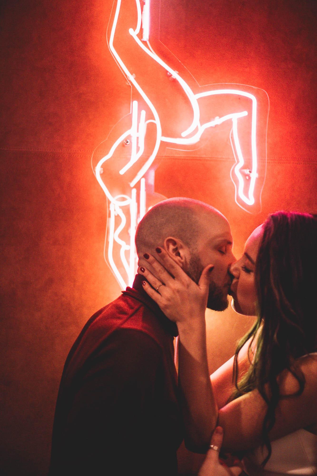 MIMI + JON_PIGALLE HOTEL_PARIS_PHOTOGRAPHE_MARIAGE_LES BANDITS-7