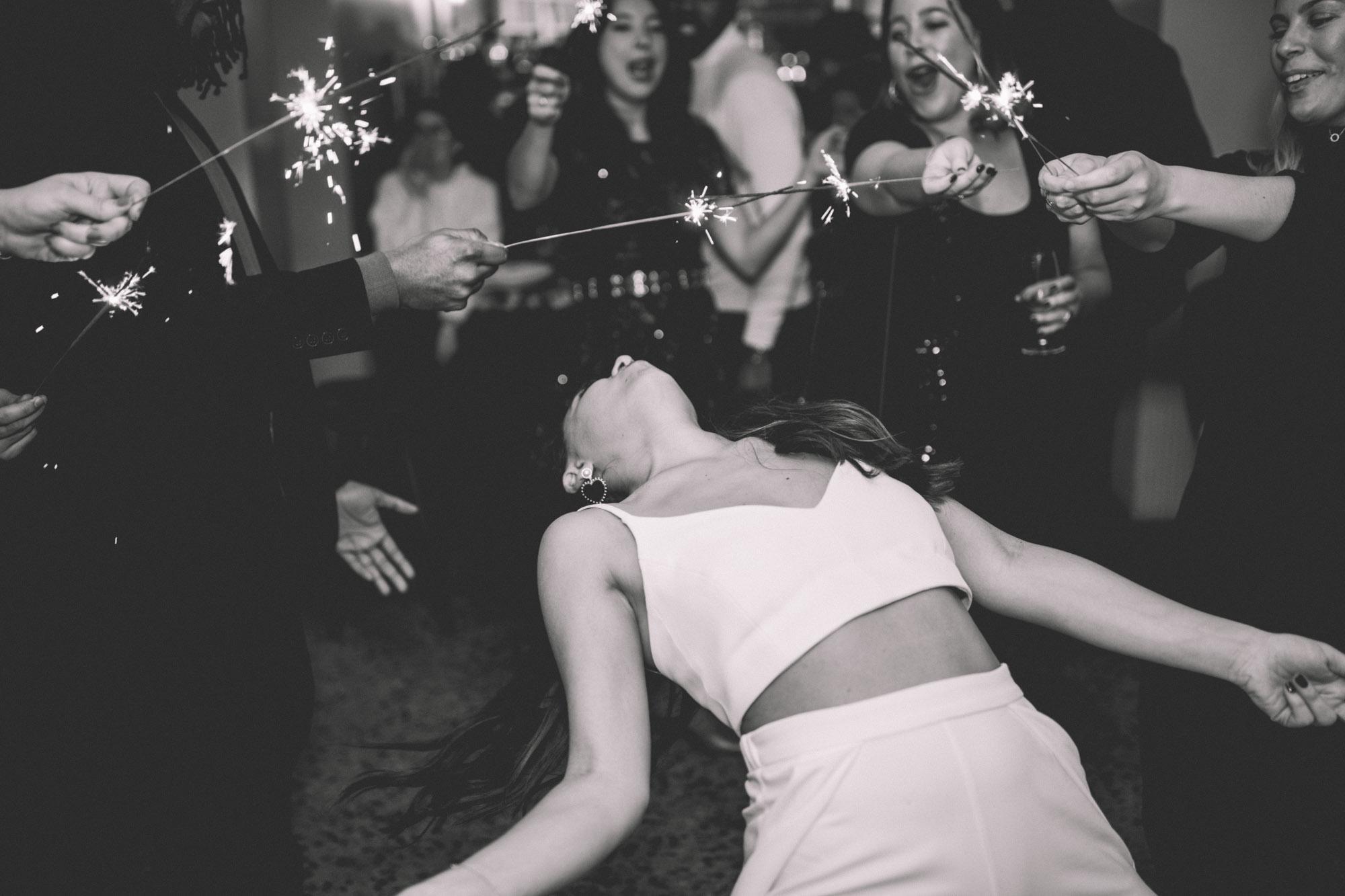 MIMI + JON_PIGALLE HOTEL_PARIS_PHOTOGRAPHE_MARIAGE_LES BANDITS-8