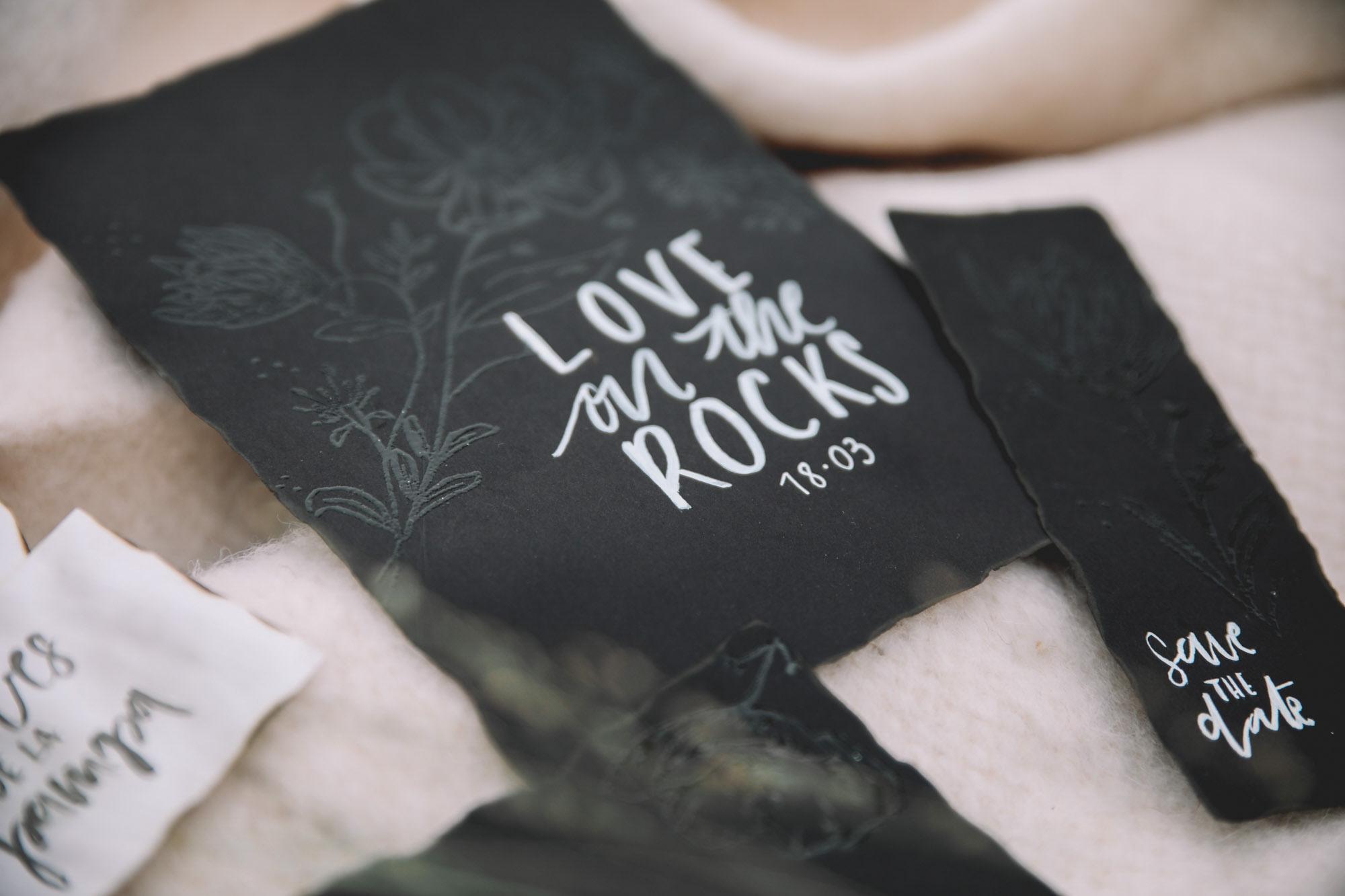 PAPETERIE_NOIRE_LOVE ON THE ROCK_PHOTOGRAPHE_MARIAGE_LES BANDITS-2